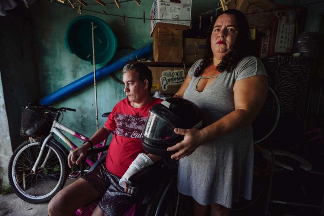 São Mateus - Maura Wagmaker cuida do irmão, Gilmar, desde que ele sofreu um acidente de moto em fevereiro do ano passado. Ele perdeu um pé, teve lesões neurológicas e hoje usa uma cadeira de rodas. Crédito: Lucas Paixão