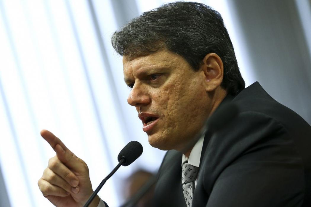 O ministro da Infraestrutura, Tarcísio de Freitas, participa de audiência pública na Comissão de Serviços de Infraestrutura do Senado. Crédito: Marcelo Camargo/Agência Brasil