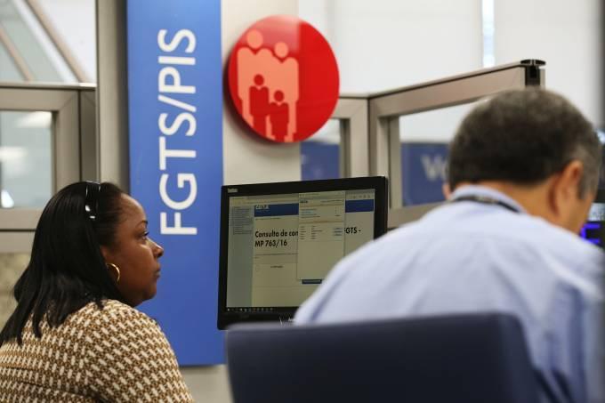O saque de recursos do FGTS  deve ser isento de tarifa bancária caso o trabalhador opte por receber o dinheiro em outro banco. Crédito: Fabio Rodrigues/Agência Brasil