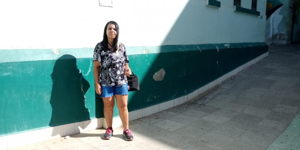 Leida Dias, de 52 anos, foi barrada no Hospital São José por causa do comprimento da roupa. Crédito: Larissa Avilez
