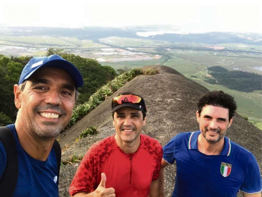 Cesar Saade, Giuliano Martins e Juarez Soares vão subir o Forno Grande, em Castelo. Crédito: Pale Zuppani/Divulgação