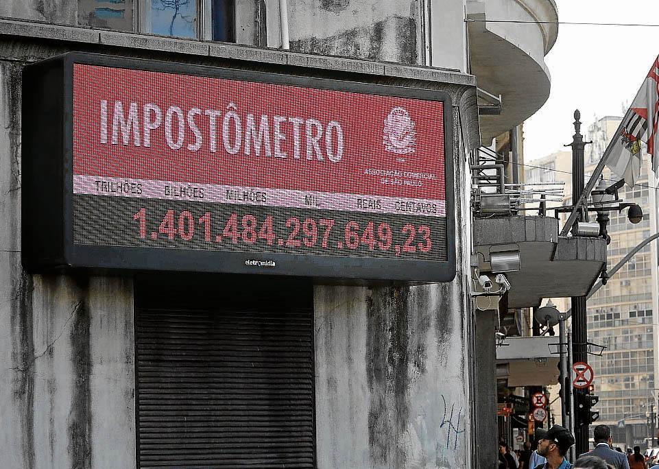 Impostômetro mostra que brasileiros já pagaram mais de R$ 1,4  tri em tributos. Crédito: RENATO S. CERQUEIRA