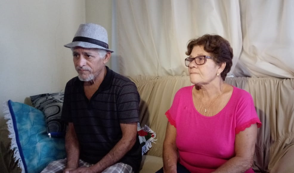 O pai de Éder, Eliezer Bonaza Teixeira, e a mãe Maria de Moura. Crédito: Larissa Avilez