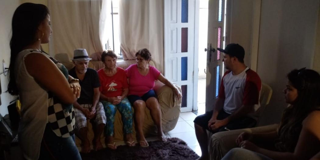 Família de Eder Henrique de Moura Teixeira aguarda por respostas na casa da mãe do segurança capixaba, em Baixo Guandu. Crédito: Larissa Avilez
