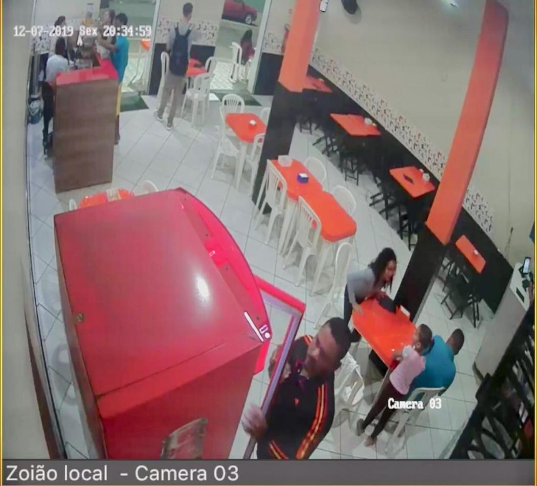 Câmeras de segurança da lanchonete em que Raynner trabalhava registraram o momento em que Sebastião chega ao local no dia do crime. Crédito: Reprodução