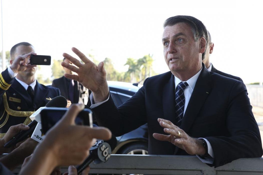 Jair Bolsonaro fala à imprensa. Crédito: Antonio Cruz/ Agência Brasil