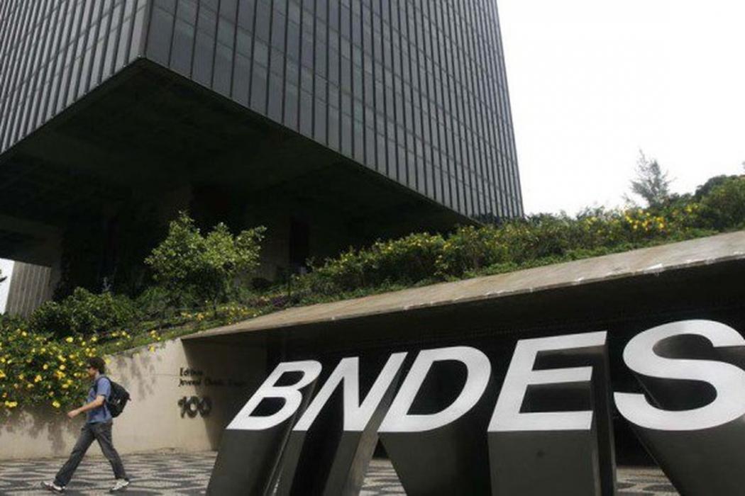 O Banco Nacional de Desenvolvimento Econômico e Social (BNDES) vai antecipar o pagamento ao Tesouro Nacional de mais R$ 40 bilhões emprestados pela União. Crédito: Arquivo/Agência Brasi