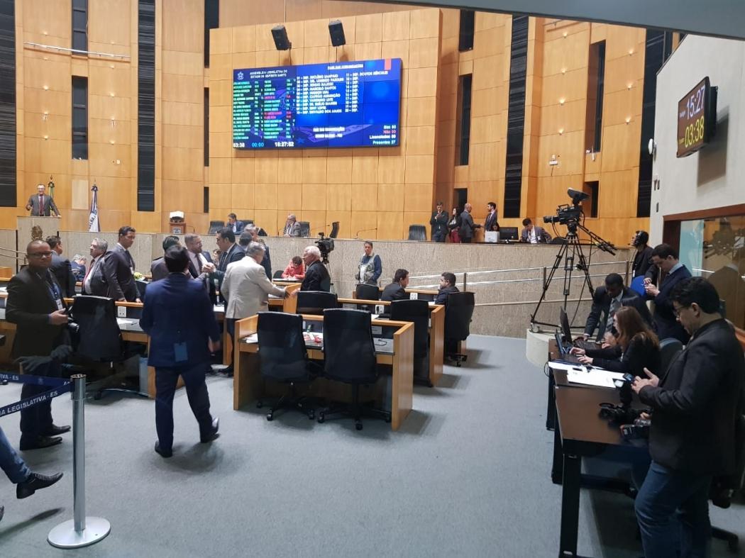 Plenário da Assembleia Legislativa durante sessão nesta segunda-feira (5). Crédito: Letícia Gonçalves