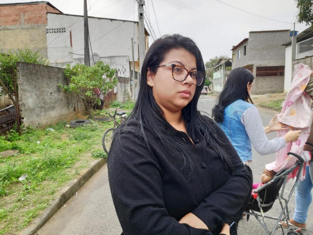Luana dos Santos Bandeira, 23 anos, filha do pedreiro morto na Serra. Crédito: Isaac Ribeiro