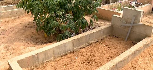 Familiares de Yuri Cândido Souza cobram investigação após túmulo ser violado em Linhares. Crédito: TV Gazeta Norte/Reprodução