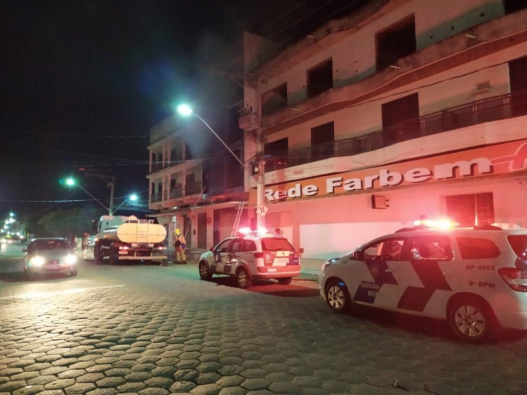 Apartamento pegou fogo no Centro de Baixo Guandu. Crédito: Divulgação/Polícia Militar