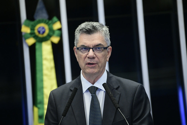Presidente da Associação Nacional de Jornais (ANJ), Marcelo Rech, em discurso no Senado. Crédito: Pedro França