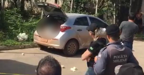 Carro foi encontrado abandonado em rua da Ponta da Fruta, em Vila Velha
