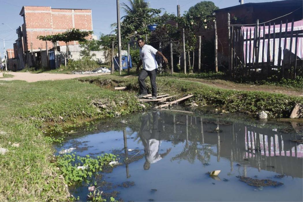 Em Barramares, Vila Velha, morador denunciou o extravasamento de esgoto. Crédito: Vitor Jubini