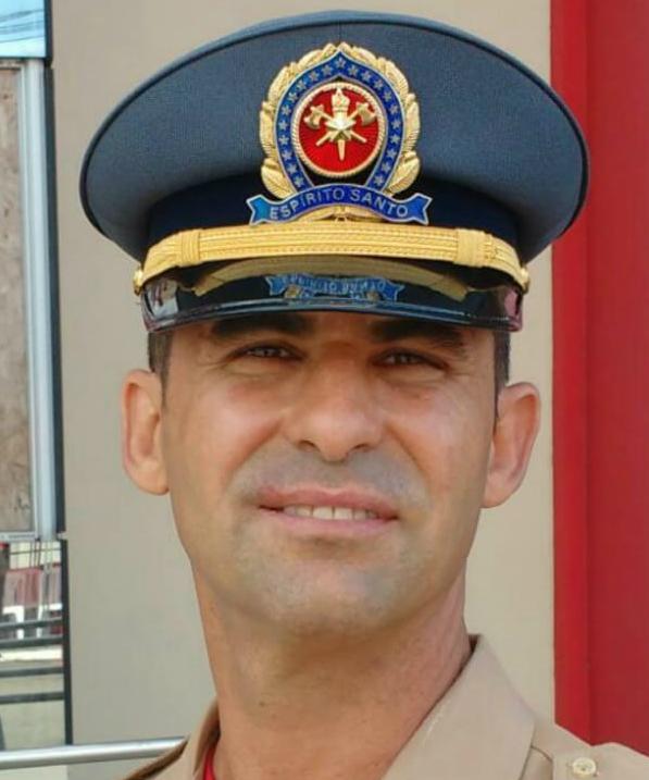 O subtenente Marco Antonio Cordeiro, do 5º Batalhão (Guarapari) sofreu um acidente ao tentar resgatar o cachorro de um penhasco em Alfredo Chaves. Crédito: Reprodução   Internet