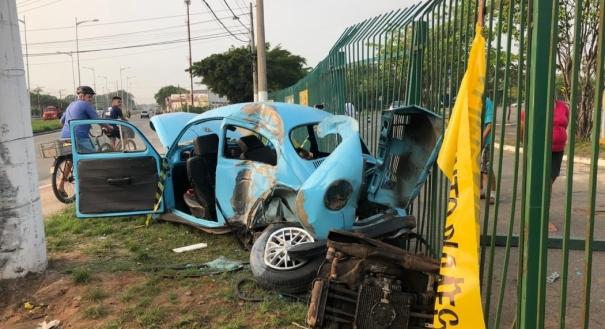 Acidente com fusca na Rodovia Darly Santos