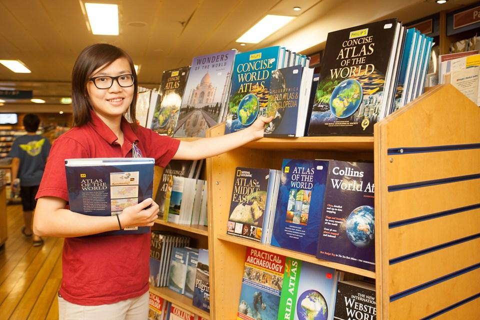 Parte do interior do Logos Hope, a maior livraria flutuante do mundo. Crédito: Beth Hutchison