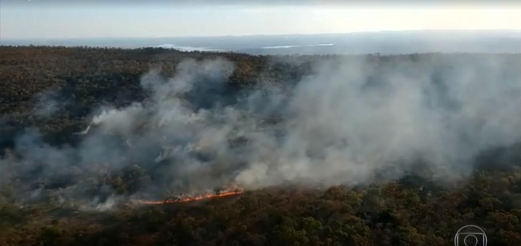 Imagens da queimada na região da Amazônia brasileira, exibidas na TV Globo, em agosto de 2019. Crédito: TV Globo