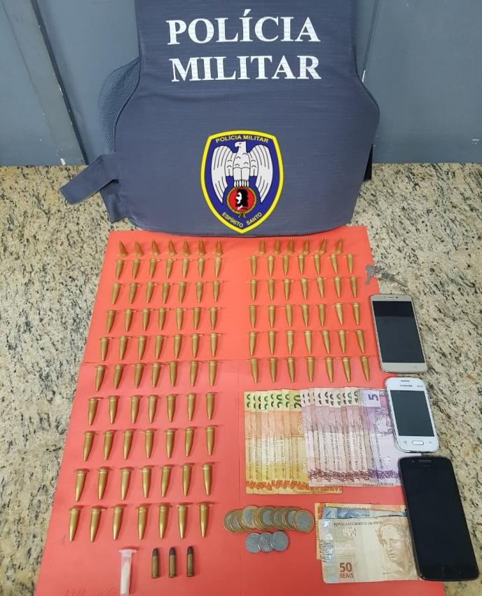 Quatro pessoas são abordadas com mais de 100 pinos de cocaína em Cachoeiro. Crédito:   Divulgação - Polícia Militar