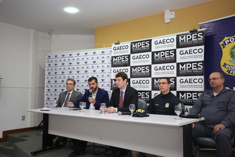 Operação Replicante teve a participação de três promotores de Justiça, 42 agentes da Polícia Rodoviária Federal (PRF) e 23 policiais militares da Assessoria Militar ao MPES. Crédito: Divulgação MPES