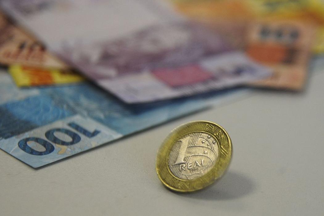 Dinheiro: pensão por morte terá valor menor. Crédito: Marcello Casal Jr./Agência Brasil
