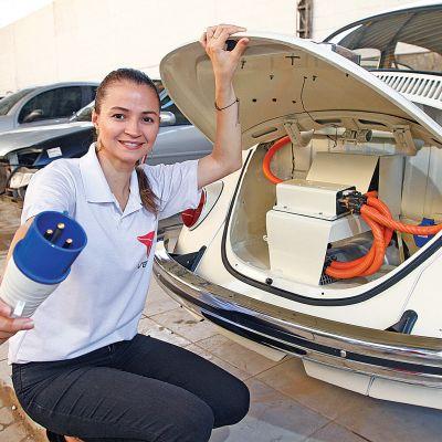 Aline trabalha firme para popularizar os veículos elétricos. Crédito: Arquivo pesssoal