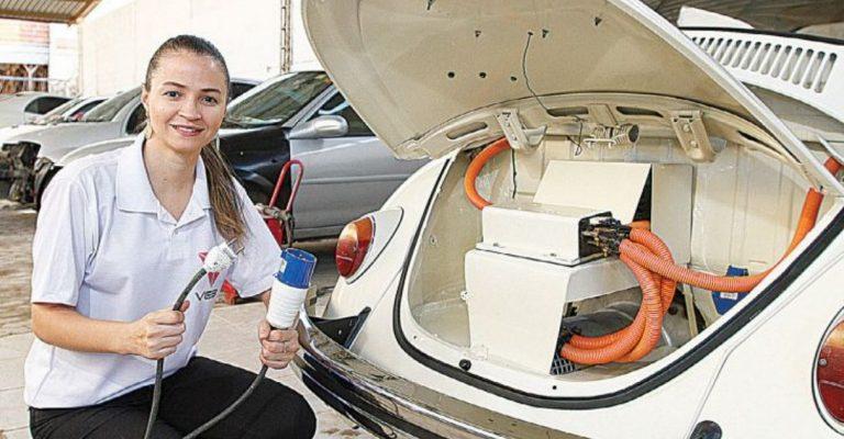 Aline Gonçalves Santos desenvolveu um motor elétrico para o próprio Fusca. Crédito: Arquivo pesssoal