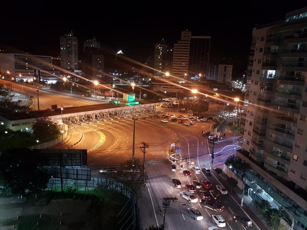 Terceira Ponte totalmente interditada na noite desta segunda-feira (9). Crédito: Thaiza Rodrigues Mota