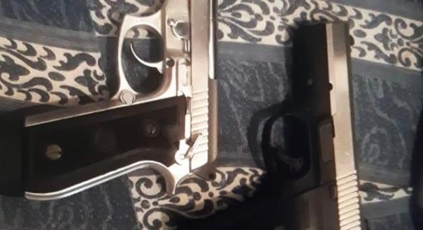 Foto com pistolas encontrada no celular de João Vitor
