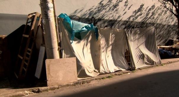 Cabana onde dormia o morador de rua em Cariacica, no Espírito Santo