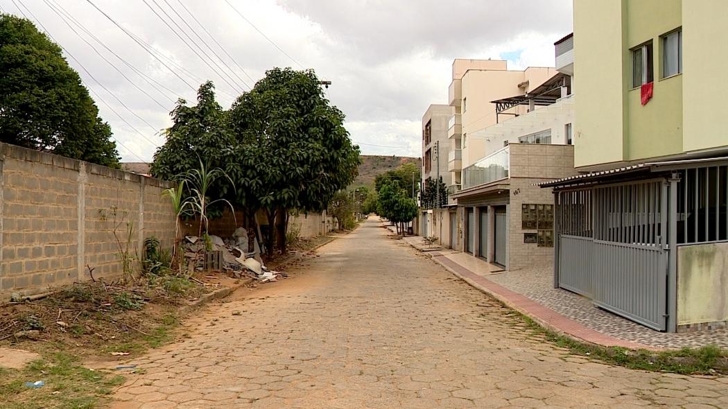 Rua do bairro Castelo Branco, em Colatina, no Noroeste do Espírito Santo. Um dos bairros onde tem acontecido os envenenamentos. Crédito: Reprodução | TV Gazeta Noroeste