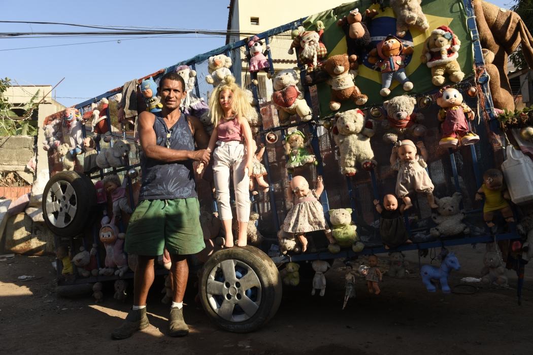 O carrinho de Alessandro chama atenção por onde passa nas ruas da Grande Vitória. Crédito: Vitor Jubini