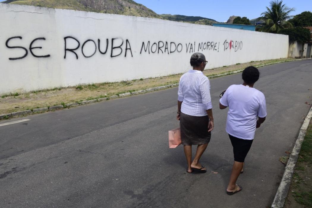 Em Campinho da Serra II, pichação em muro revela ameaça e assusta moradores. Crédito: Ricardo Medeiros