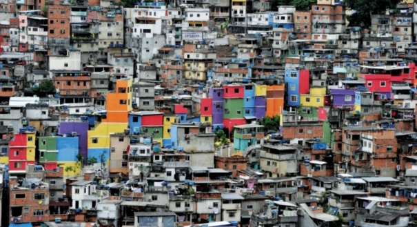 Favela da Rocinha, no Rio: pobreza será pauta das eleições