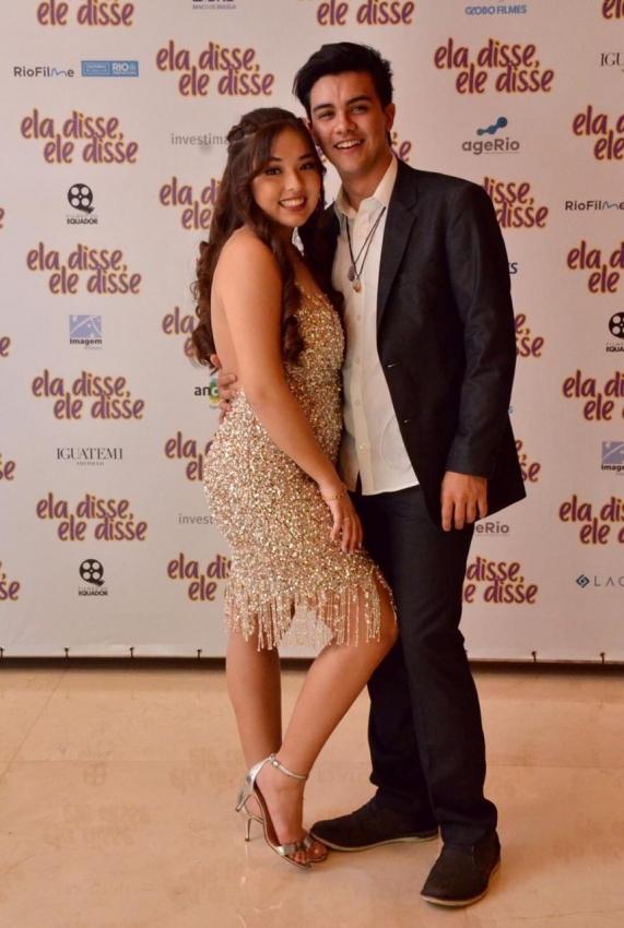A atriz e cantora Giulia Ayumi e o namorado, o também ator Victor Aguiar. Crédito: Nicolau Satudi