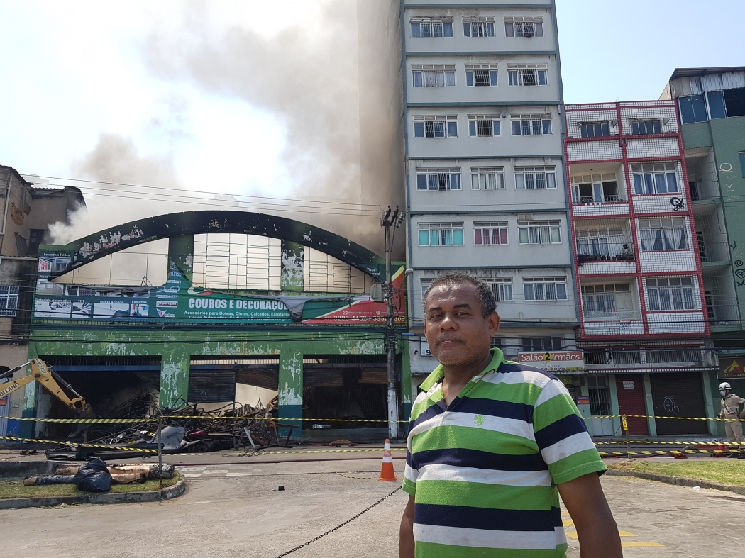 Elias Pereira é morador de prédio interditado por incêndio em loja na Vila Rubim. Crédito: José Carlos Schaeffer