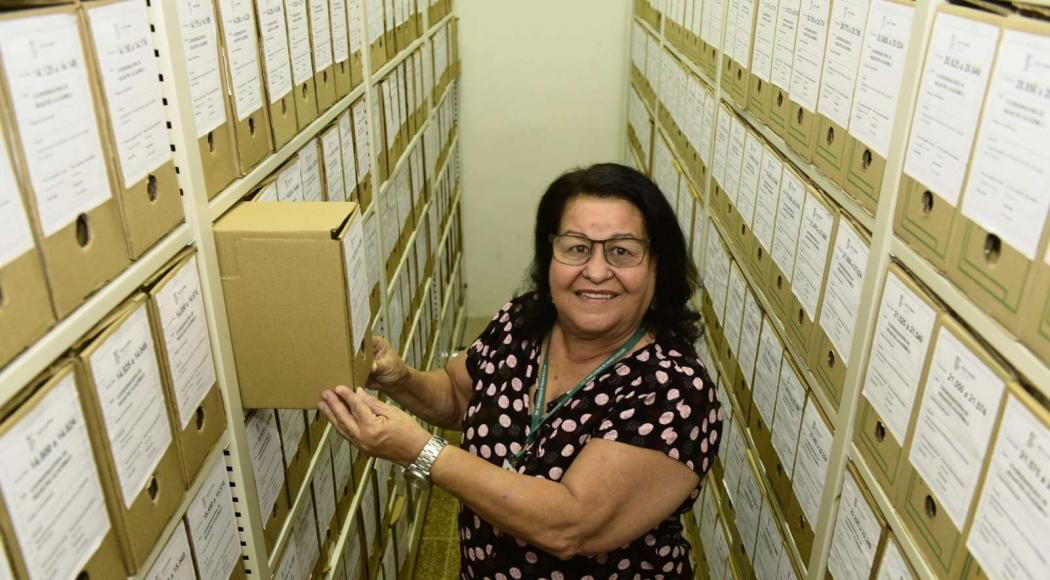 Maria da Penha Xavier tem orgulho da carreira de 46 anos como servidora. Crédito: Ricardo Medeiros