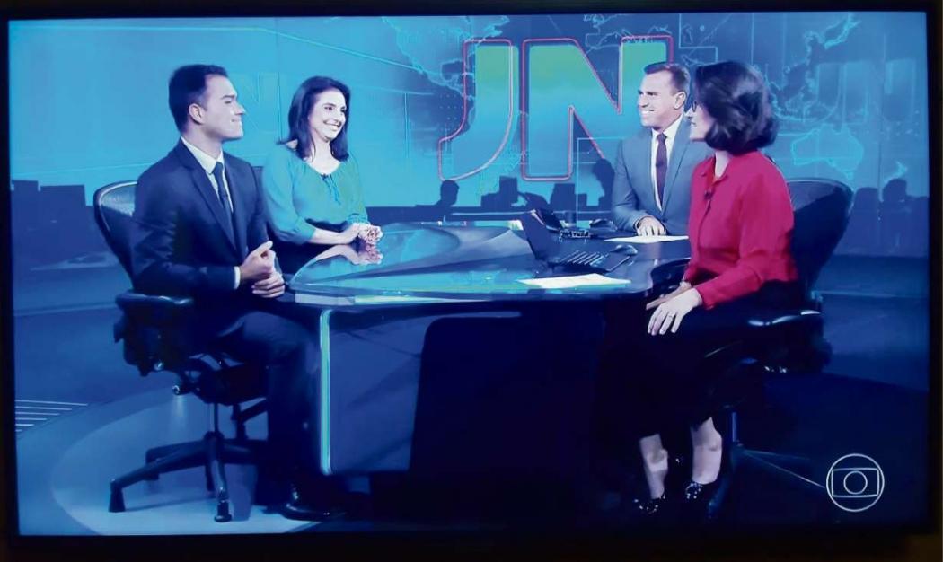 Philipe Lemos apresenta o Jornal Nacional neste sábado (21). Crédito: Reprodução/TV Gazeta