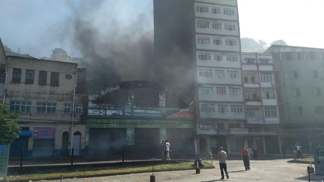 Oito imóveis foram interditados e 70 pessoas ficaram desalojadas após incêndio. Crédito: Vitor Jubini