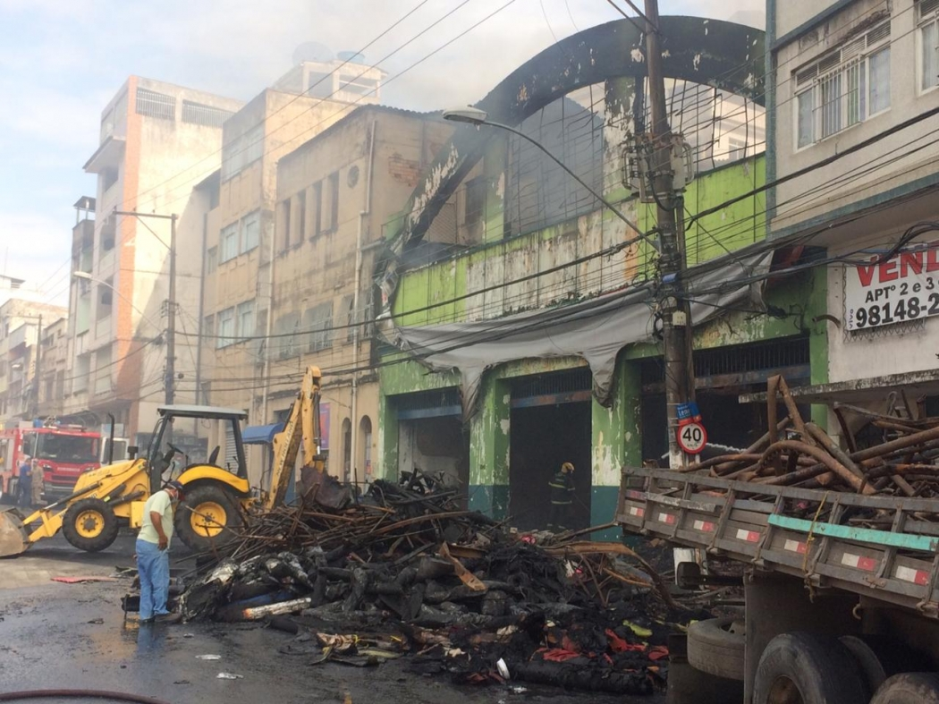 Incêndio deixou oito imóveis interditados na Vila Rubim. Crédito: Adalberto Cordeiro