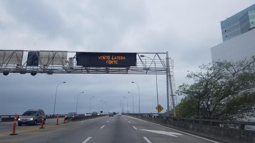 Alerta de vento forte na Terceira Ponte. Crédito: Caíque Verli
