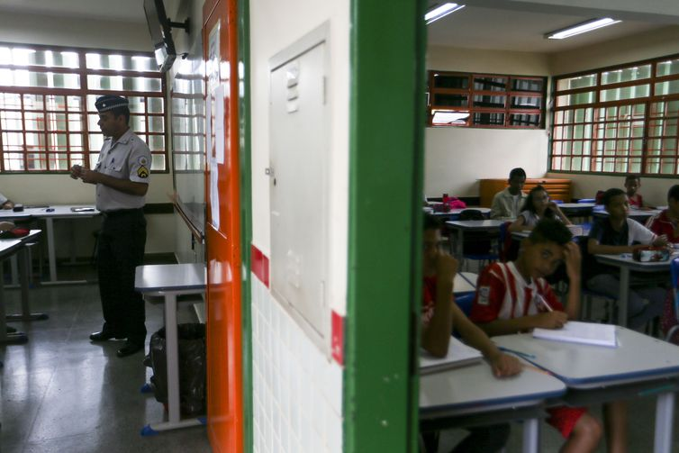 Primeiro dia de aulas no CED 01 da Estrutural, uma das escolas públicas do DF onde foi implementado o modelo cívico-militar. Crédito: Marcelo Camargo/Agência Brasil