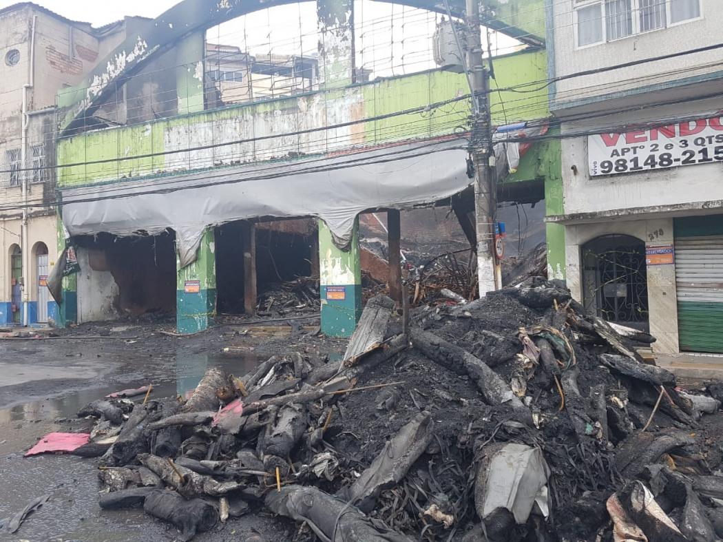 Loja e galpão que pegaram fogo apresentavam irregularidades. Crédito: José Carlos Schaeffer