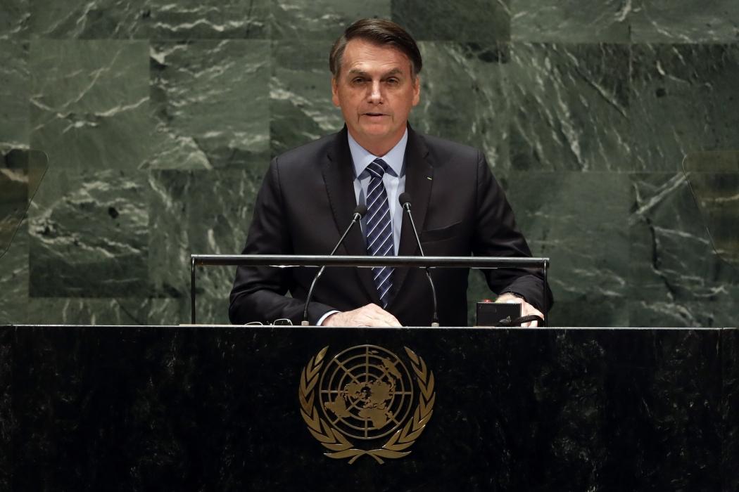 Bolsonaro diz que cacique Raoni 'não fala a nossa língua'. Crédito: RICHARD DREW/ASSOCIATED PRESS/ESTADÃO CONTEÚDO