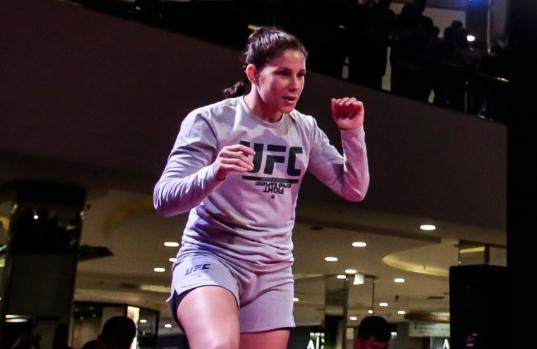 Karol Rosa está preparada para mais uma luta no UFC. Crédito: UFC/Divulgação