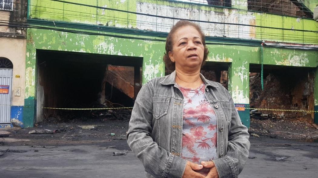 A dona de casa Tânia Araújo disse que os netos de 7 e 10 anos passam mal por conta da fumaça. Crédito: Caíque Verli