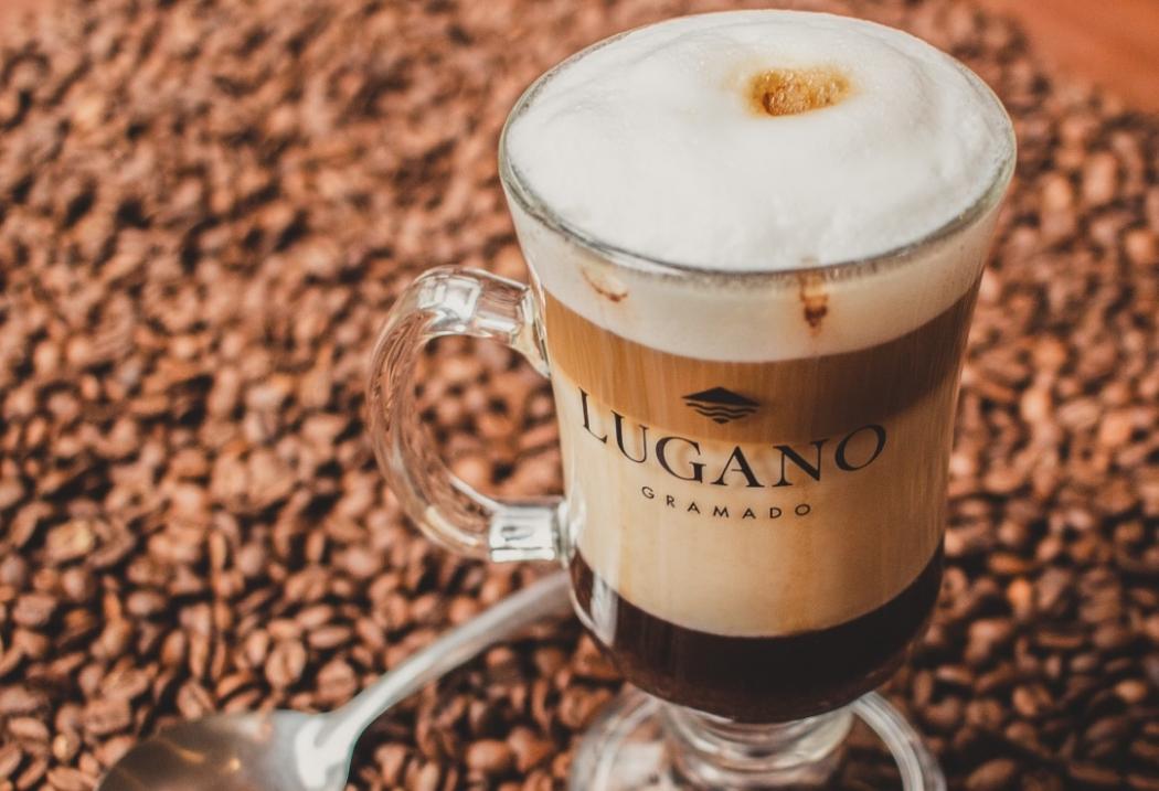 Mocaccino servido na Chocolate Lugano, na Praia do Canto. Crédito: Chocolate Lugano/Divulgação