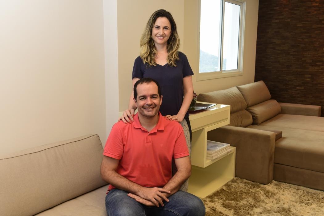 Elieser Machado e Fernanda Zuccolotto foram uma das primeiras famílias a retornar ao Grand Parc. Crédito: Ricardo Medeiros