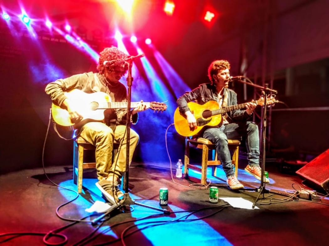 Chico Chico e João Mantuano foram atrações na segunda noite da Tenda Musical do 26º Festival de Cinema de Vitória. Crédito: Renato Cabrini/Festival de Cinema de Vitória