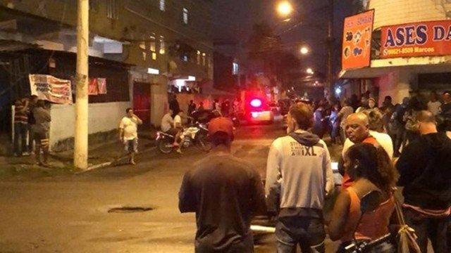 Três jovens são mortas a tiros dentro de uma casa em Duque de Caxias, no Rio de Janeiro  . Crédito: Reprodução/ Caxias Alerta
